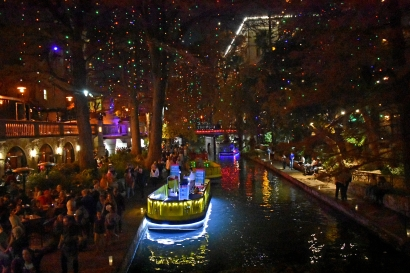 riverwalk crowd touched up