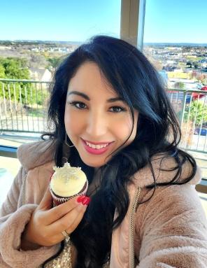 cupcake selfie